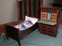 Biedermeiersekretaer-und-passendes-Bett-von-ca-1870