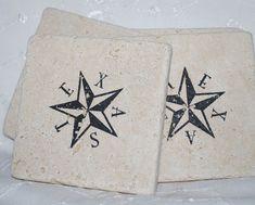 TEXAS STAR, State of Texas – SET of 4 Travertine Tumbled Tile Coasters – Texan Home Decor – Decorative Stone Tiles Texas Coaster Tiles Conjunto de 4 por EpiphanySisters no Etsy, € Texas Star, Shabby Chic Kitchen, Coaster Furniture, Tile Coasters, Stone Tiles, Compass Tattoo, Sweet Home, Stars, Etsy