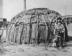 KiICKAPOO man and bark wickiup, on exhibit at St. Louis Fair, 1904. The Kickapoos were from Kansas