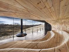 """Die Norwegische """"wilde Rentiere Stiftung"""" beauftragte, das Snøhetta Architecture Design Büro damit einen schönen Pavillon speziell für die Rentier Beobachtung zu entwerfen. Das ganze steht jetzt eine Stunde nördlich von Oslo im Dovrefjell Nationalpark."""