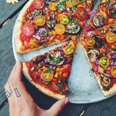 Pizza with no cheese and just vegetables
