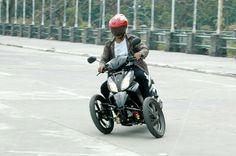 Road griping of Suzuki Trike by RWIN Development