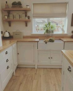 Do You Want A Kitchen With A Farmhouse Decoration Style? If you need inspiration for the best farmhouse kitchen design ideas. Our team recommends some amazing designs that might be inspire you. We hope our articles can help you. Cottage Kitchens, Home Kitchens, Small Country Kitchens, Country Kitchen Designs, Interior Modern, Interior Design Kitchen, Home Decor Kitchen, New Kitchen, Kitchen Ideas