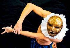 """A """"VI Mostra do Fomento à Dança"""" reúne espetáculos, instalações artísticas e mesas de conversa sobre dança contemporânea no espaço da Galeria Olido. O evento ocorre entre 3 e 16 de setembro, com entrada Catraca Livre."""