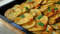 Homemade Sweet Potato Chips | Eating Cheating Homemade Sweet Potato Chips, Sweet Potato Slices, Sweet Potato Pizza Crust, Rosemary Roasted Potatoes, Arbonne, Potato Recipes, Healthy Snacks, Stuffed Peppers, Cheating