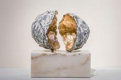 Joseph Cals - Sculpture 'Si' – Bronze / goldleaf / marble – 30 x 25 x 15 cm