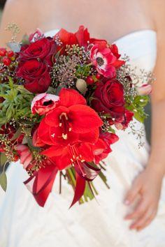 Bouquet Blueprint // Stunning red christmas wedding bouquet!