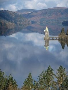 Straining Tower - Lake Vyrnwy, Wales #deadlive #wales #visitwales #lakevyrnwy www.deadlive.co.uk