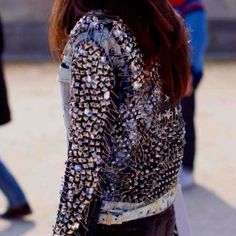 Barbara Martelo rocker chic in jean jacket w/ studs and skinny black jeans Fashion Details, Love Fashion, High Fashion, Womens Fashion, Emo Fashion, Style Fashion, Looks Style, Style Me, Barbara Martelo