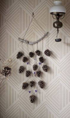 Christmas decoration: 28 DIY to make with pine cones! Christmas Time, Christmas Crafts, Christmas Decorations, Xmas, Camping Party Decorations, Crafts For Kids, Diy Crafts, Navidad Diy, Pine Cone Crafts