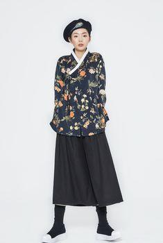 오리엔탈 감성 브랜드 뽀뿌리 Korean Traditional Clothes, Traditional Fashion, Traditional Dresses, Korean Dress, Korean Outfits, Edgy Outfits, Unique Fashion, Fashion Design, Moderne Outfits
