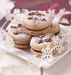 Macarons aux marrons confits - les meilleures recettes de cuisine d'Ôdélices  http://www.odelices.com/recette/macarons-aux-marrons-confits-r1911