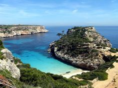 The stunning beach of Caló des Moro on the island of Mallorca Mallorca Island, Nature Photography, Travel Photography, Voyage Europe, Destination Voyage, Canario, Future Travel, Beautiful Places To Visit, Strand