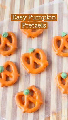 Halloween Fruit, Halloween Desserts, Halloween Food For Party, Halloween Treats, Halloween Cookies, Cute Desserts, Fall Desserts, Fall Recipes, Holiday Recipes