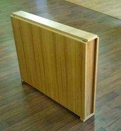 Mesa plegable en madera de roble cerrada, medida 90x15x75 cm de alto
