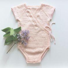 [ p r i m a v e r a ] 🌿 Det er sommerstrikk det! Oppskrift fra @nordic_knits 👌🏻 #primaveraslåombody #strikktilbarn #barnestrikk…