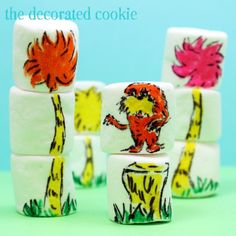 Seuss Fun Food & Craft Ideas for Kids - Over 50 of the BEST Dr. Seuss recipes, fun food, crafts, and party ideas! Marshmallow Crafts, Marshmallow Pops, Edible Crafts, Food Crafts, Diy Crafts, Decorated Marshmallows, Dr Seuss Birthday, 5th Birthday, Birthday Celebration