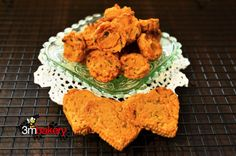 1 medium to large cooked, mashed sweet potato, cup wholemeal (whole wheat) flour, – cup water, 1 tbsp. fresh mint or 1 heaped tsp. Dog Treat Recipes, Dog Food Recipes, Meal Recipes, Puppy Treats, Homemade Dog Treats, Mashed Sweet Potatoes, Perfect Food, Meals For The Week, Other Recipes