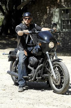 Picture: Charlie Hunnam on FX's 'Sons of Anarchy.' Pic is in a photo gallery for Charlie Hunnam featuring 54 pictures. Sons Of Anarchy Tara, Serie Sons Of Anarchy, Sons Of Anarchy Samcro, Sons Of Arnachy, Jax Teller, Harley Davidson Dyna, Harley Davidson Motorcycles, Honda Motorcycles, Charlie Hunnam