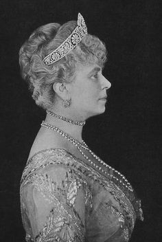 Queen Mary wearing the Gloucester Palmette tiara which was given to Princess Alice who married the Duke of Gloucester.