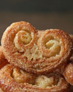 Palmier Cookies Here's Four Desserts That You Can Make With Three Ingredients Biscuits Palmier, Palmier Cookies, Dessert Simple, Köstliche Desserts, Dessert Recipes, Baking Recipes, Cookie Recipes, 3 Ingredient Desserts, Puff Pastry Recipes