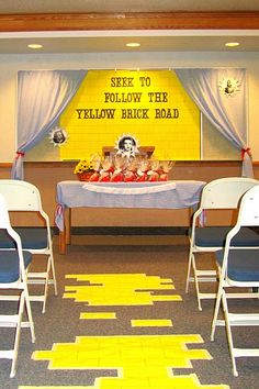 have a yellow brick road at our social?  Super cute party ideas :)