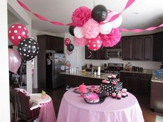 minnie mouse birthday party ideas - Like the ballon ceiling Theme Mickey, Minnie Mouse Theme, Mickey Party, Minnie Mouse Rosa, Minnie Mouse Baby Shower, Streamer Party Decorations, Baby Showers, Minnie Mouse Decorations, 3rd Birthday Parties