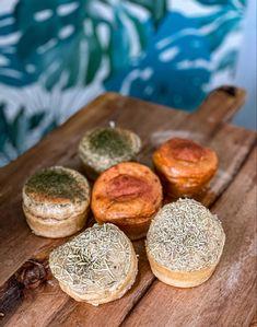Perte de poids : Petits pains aux herbes healthy bodyandfly Camembert Cheese, Dairy, Food, Herb Bread, Dinner Rolls, Recipe, Essen, Meals, Yemek