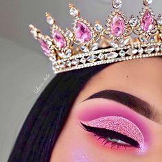 makeup aesthetic – Hair and beauty tips, tricks and tutorials Crown Aesthetic, Aesthetic Makeup, Pink Aesthetic, Creative Eye Makeup, Colorful Eye Makeup, Make Makeup, Pink Makeup, Crown Makeup, Disney Princess Makeup