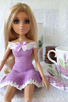 Начну потихонечку, буду заселять дом кукложителями))), обзаводиться мебелью и всякими уютными вещичками.  Коллекция моя начиналась с кукол...