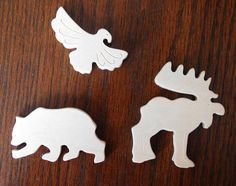 Ready to ship!  Learn North America animals with your little one with this wooden puzzle. Your child can lay down a puzzle or start playing with animals and learn the habits of American animals and their characteristics. You can colorize or decorate puzzle it with the child. So this