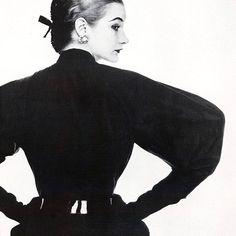 Christian Dior's New Look, introduced 70 years ago in threw fashion 40s Fashion, Diva Fashion, Fashion History, Editorial Fashion, Fashion Women, Christian Dior Vintage, Instagram Mode, Instagram Fashion, Fashion Through The Decades