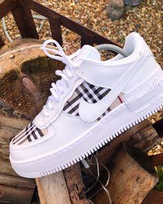 shoes sneakers \ shoes + shoes sneakers + shoes for women + shoes heels + shoes sneakers jordans + shoes aesthetic + shoes drawing + shoes sneakers nike Sneakers Fashion, Fashion Shoes, Shoes Sneakers, Women's Shoes, Nike Shoes Outfits, Girls Sneakers, Nike Clothes, Sneaker Outfits, Fashion Outfits