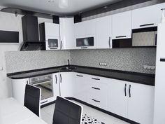 Дизайн белой кухни с черной столешницей: 80 лучших идей, фото в интерьере-16 Kitchen Dining, Kitchen Decor, Kitchen Cabinets, House Design, Home Decor, Decoration Home, Room Decor, Cabinets, Architecture Design