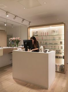 Nulty - Cosmetics a la Carte, London - Natural Interior Design Palette Counter Flexible Lighting Scheme