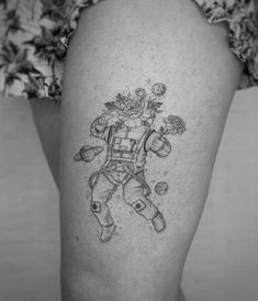 If you are looking for Astronaut Tattoo then you are in right place. Here you will get cool space tattoo ideas for your body art tattoo designs. Dream Tattoos, Line Tattoos, Cool Tattoos, Tatoos, Circle Tattoos, Sleeve Tattoos For Women, Tattoos For Guys, Physics Tattoos, Space Tattoo Sleeve