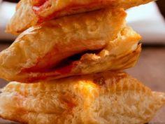 #borektarifleri Gelin sizlere sunduğumuz en lezzetli börek tarifleriyle birlikte mutfak becerilerinizi geliştirelim. Sizlerin erişimine sunduğumuz börek tarifleri standart kalıpların tamamen dışına çıkan ve her damak tadına uyan farklı lezzetlerden oluşuyor. http://www.eborektarifleri.com/