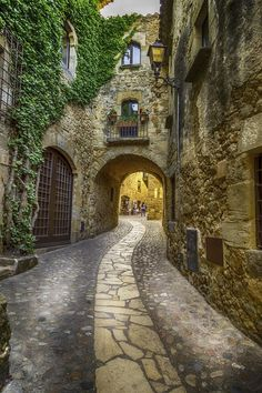 Pals Light At The End Of The Tunnel Baix Ampurda / Girona / Catalonia Beautiful Streets, Beautiful Places To Visit, Wonderful Places, Beautiful World, Italian Street, Urban Landscape, Belle Photo, Beautiful Landscapes, The Good Place
