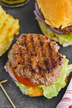This Hamburger Seasoning comes together with simple ingredients that you can already find in your pantry. Add it to your hamburger patties for the best hamburger seasoning! Make a big batch and have it on hand all grilling seasoning. Best Hamburger Patty Recipe, Hamburger Seasoning Recipe, Hamburger Spices, Hamburger Patties, Hamburger Meat Recipes, Grilling Recipes, Cooking Recipes, Homemade Hamburgers, Grilled Hamburgers