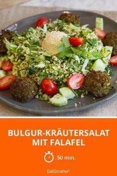 Bulgur-Kräutersalat mit Falafel und Löwenzahn