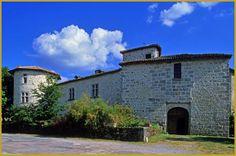 Château des Ducs, du château de Mortemart des Xe et XVe siècles, avec sa tour d'angle et ses fenêtres à meneaux.