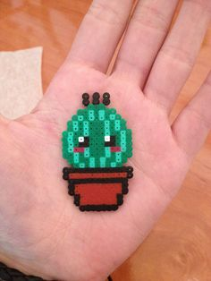 Cactus hama mini More Perler Bead Designs, Perler Bead Templates, Hama Beads Design, Diy Perler Beads, Perler Bead Art, Pearler Beads, Hama Beads Kawaii, Melty Bead Patterns, Pearler Bead Patterns