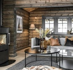 Log Home Interiors, Cottage Interiors, Cabin Homes, Log Homes, Style At Home, Building A Cabin, Rustic Bedroom Design, Cozy House, House Design