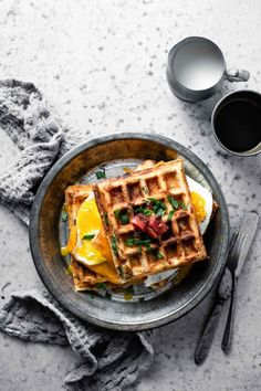 New Breakfast Idea: Spinach Tomato Savory Waffles. Check out our Savory Recipes board for our favorite food photography, dinner ideas & healthy vegetarian dishes. Savory Waffles, Breakfast Waffles, Savory Breakfast, Pancakes And Waffles, Healthy Breakfast Recipes, Raw Food Recipes, Brunch Recipes, Gourmet Recipes, Cheese Waffles