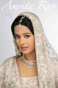 Amrita Rao in Bridal Wear Bollywood Fashion, Bollywood Actress, Bollywood Stars, Hijab Fashion, Shahid Kapoor Wedding, Indian Dresses, Indian Outfits, Amrita Rao, Fairytale Gown