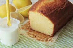 bizcocho de yogur de limon Pan Dulce, Colombian Desserts, Lemon Yogurt Cake, Chilean Recipes, Plain Cake, Good Food, Yummy Food, Peruvian Recipes, Cakes And More