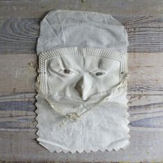 Victorian sleep mask. Yeah, right ?!