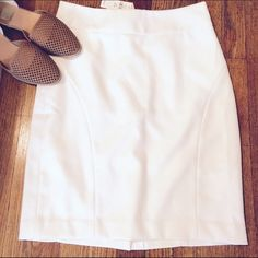 NWT White Express skirt 22 inches long. shell-85% polyester 15% rayon lining- 100% polyester. Has a back slit that is approx 6.5 inches. Great condition. Never worn! Banana Republic Skirts Pencil