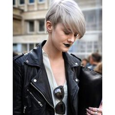One thing for sure pixie cuts and bob hairstyles are hair trends of recent years. There are a lot of bob haircuts for short hairdos that you can choose. Angled bob haircuts are perfect for women with round faces. Short bobs and long bobs are also very pop Short Grey Hair, Short Hair Cuts, Short Hair Styles, Pixie Cuts, Blonde Color, Hair Color, Grey Blonde, Short Hair Trends, Prom Makeup Looks