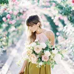 This soft color bouquetis melting our hearts. : @_mikeradford #weddinginspo